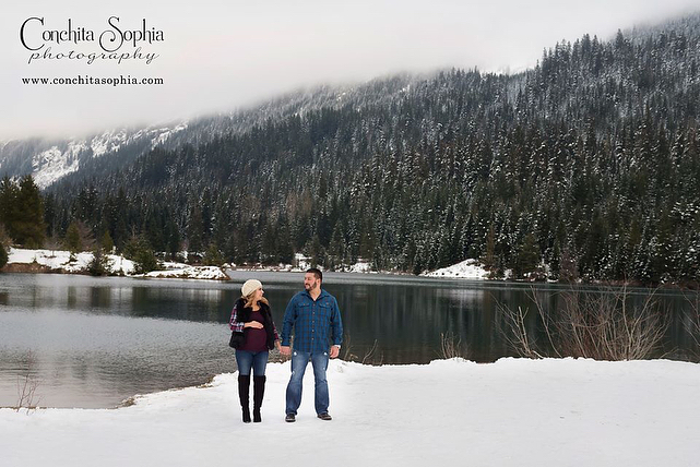 Snowy mountain maternity session! So happy for these two!! conchitasophiaphotographyhellip